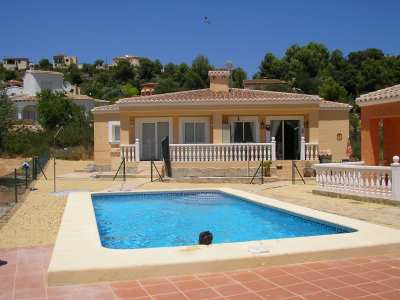 Bungalow for sale in Alcalali